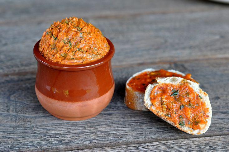 Tomatenbutter mit Basilikum und Limette