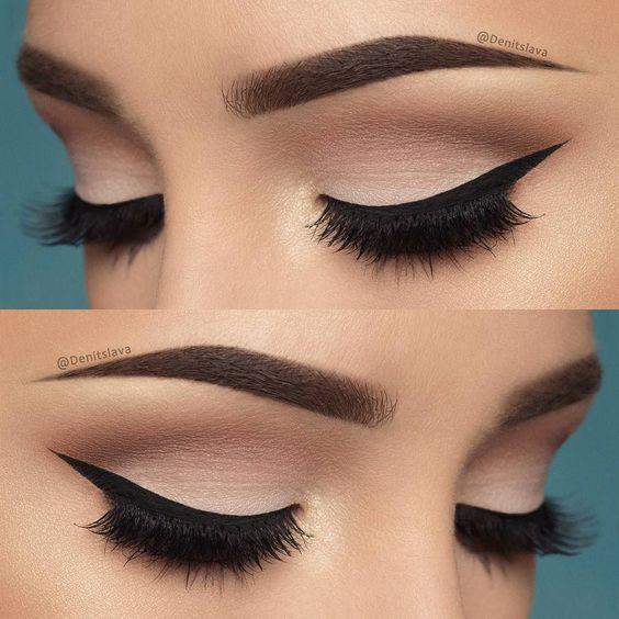 Eyeliner Modelleri düzgün çekilmiş ise gözlerinizi belirginleştirip, etkileyici bakışlara sahip olabilirsiniz. Özensiz yapılan göz makyajı ve düzgün sürülmeyen eyeliner, göz yapınızın farklı görünmesine neden olabilir. Uygulayacağınız eyeliner modelini düzgün bir biçimde yaptığınız takdirde mükemmel bakışlara sahip olabilirsiniz.