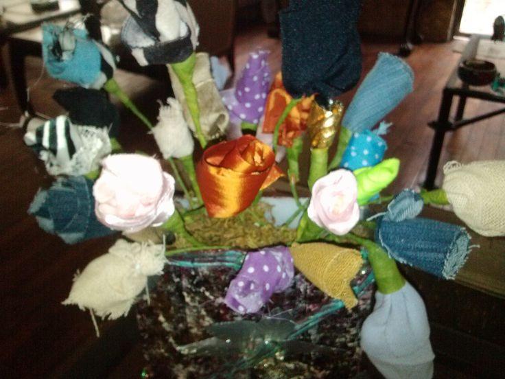 DIY Flores con sobrantes de tela / Fabric scraps flowers