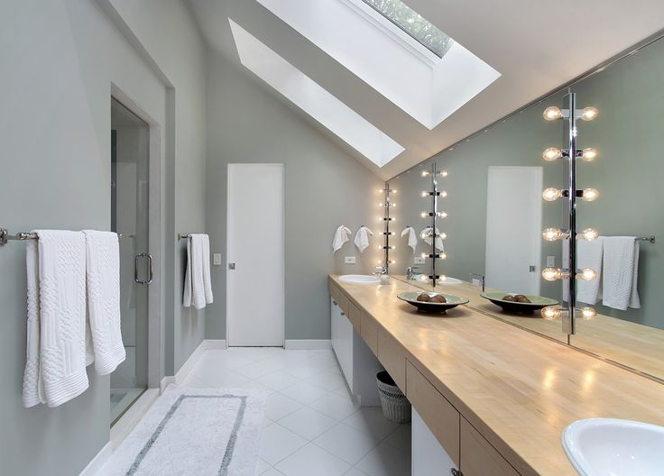 #Salledebain de style #transitionnel avec #murale. / #Transitional #bathroom with #wallsconce.