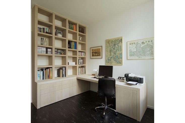 Kantoor aan huis met kast op maat en bureau