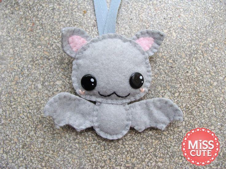 Cute handmade felt bat keychain :) find out more: http://www.fb.com/misscutepl