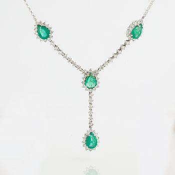 COLLIER, med fasettslipade smaragder ca 2.60 ct och briljantslipade diamanter circa 1.35 ct.