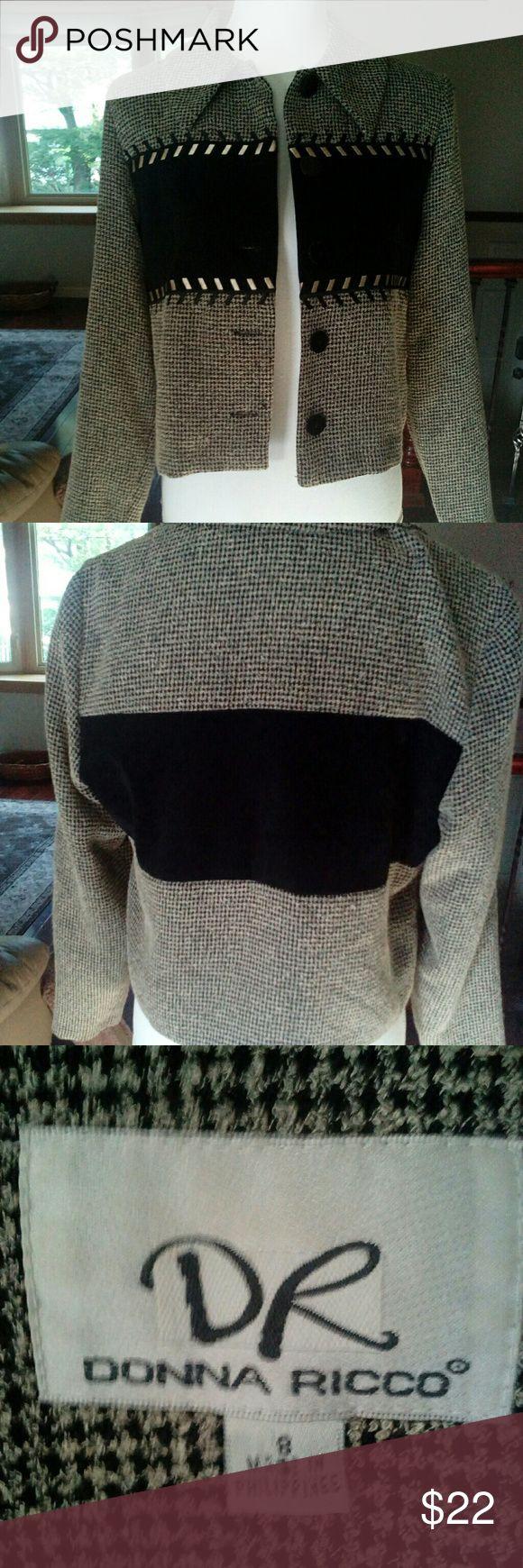 DONNA RICCO BLAZER Flawless condition. Gold detailing. Zero odors. Donna Ricco Jackets & Coats Blazers