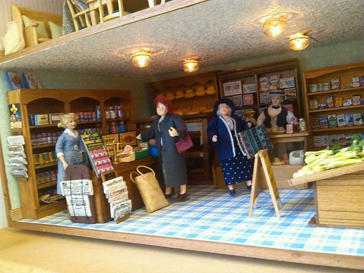 """REDUCED! KENDREW DOLLS HOUSE SHOP DECORATED & LIT - LARGE SHOP AREA 32"""" x 15"""" in Dolls & Bears, Dolls' Miniatures & Houses, Dolls' Houses 