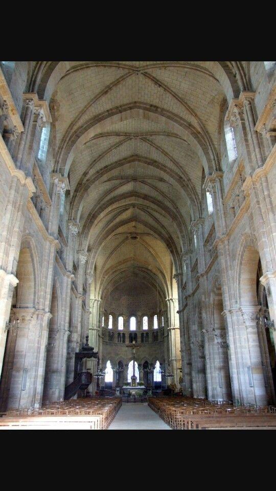 Interno Cluny, stile romanico.