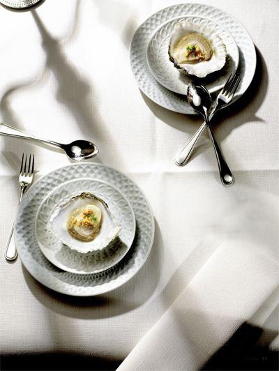 Zeeuwse oester met gekarameliseerde pinda's en chilisaus | ELLE Eten NL
