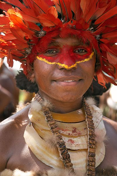 "Papua New Guinea | Mount Hagen ""Sing Sing"". | © Iñaki Caperochipi Photography - travels Oceania"