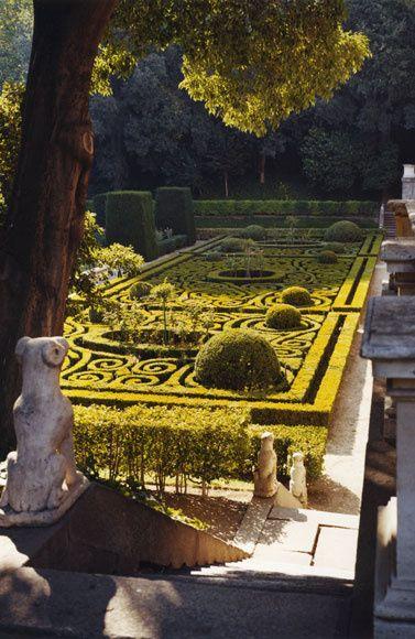 Los setos impecablemente podados del palacio de Liria, morada de los Alba en Madrid.