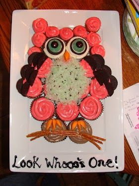 Owl birthday cupcakes. Cute first birthday idea!! I can change it for Ezras theme!