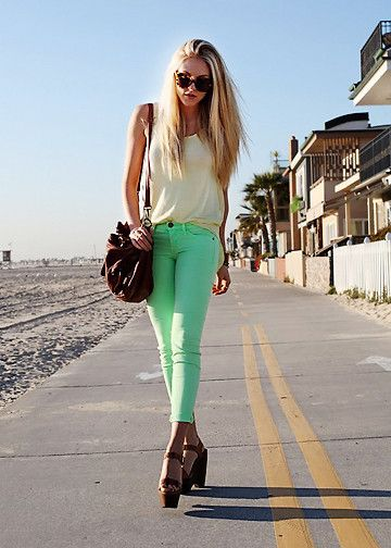 colored jeans. obsessed.: Green Jeans, Mint Pants, Mintgreen, Mint Green, Outfit, Mint Jeans, Color Jeans, Color Pants, Green Pants