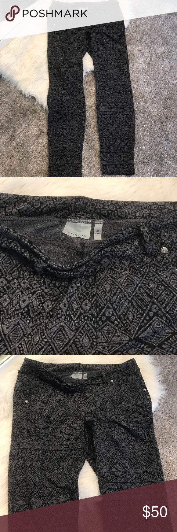 ATHLETA Aztec print pant Gray SIZE XL Athleta Aztec print pant barely worn gray and black colored SIZE XL can be worn for yoga or dressed up with boots!! Offers and bundles accepted!! Athleta Pants Skinny