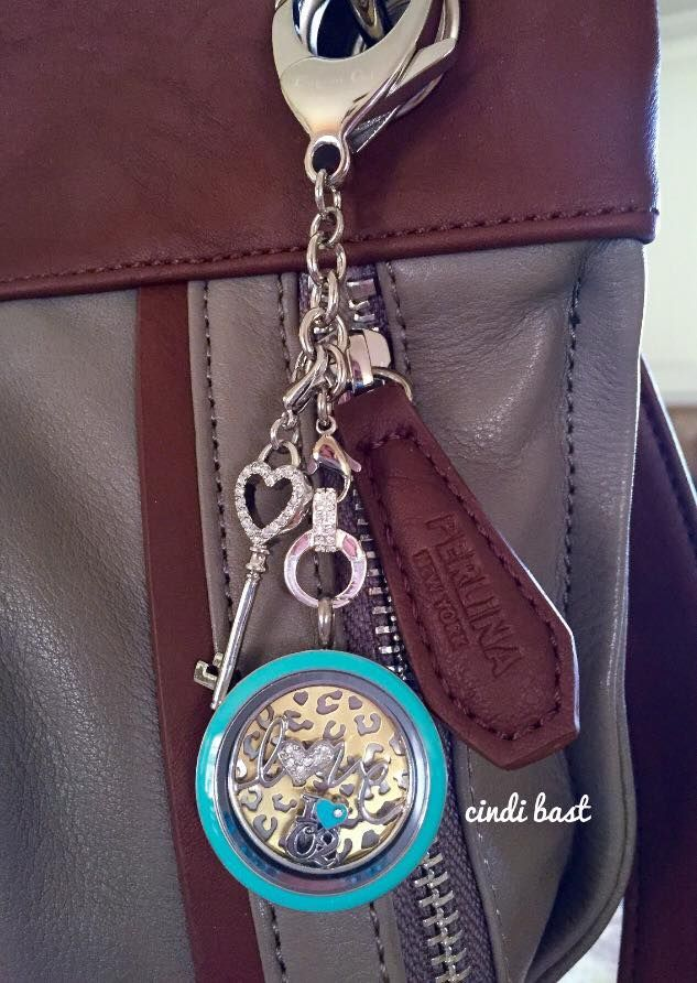 Origami Owl new bag clip + keychain.https://www.facebook.com/groups/468828649920331/