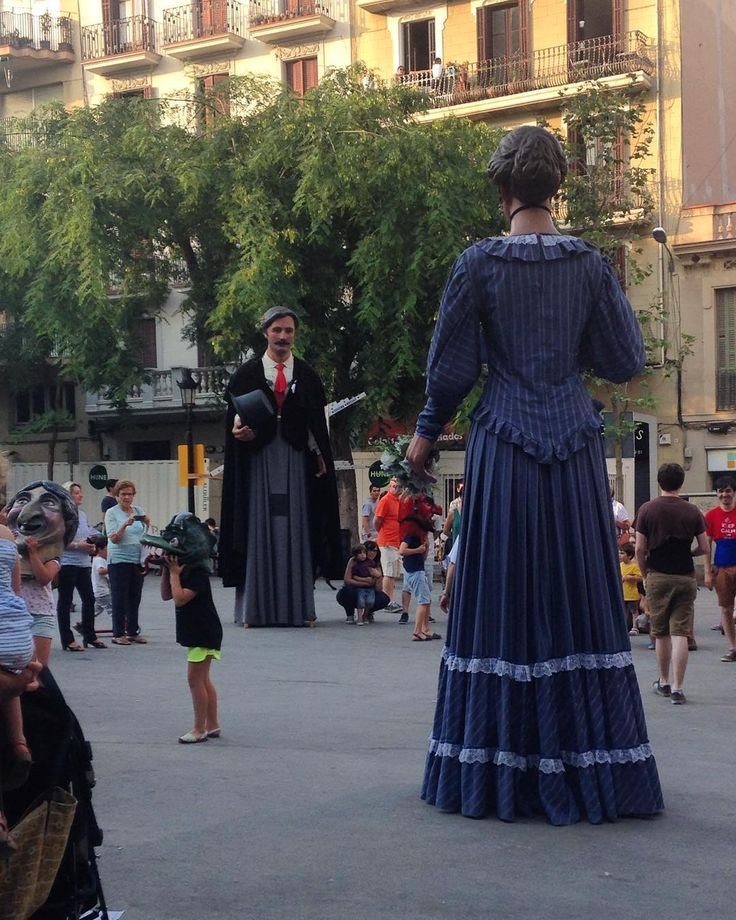 Spotted in Gràcia! The Catalan tradition of Gegants dancing in the main square #travel #Barcelona #catalunyaexperience #traditions #gegants