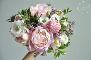 Bukiet z różowymi peoniami