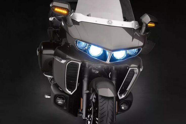 2018 Yamaha Star Venture headlights details