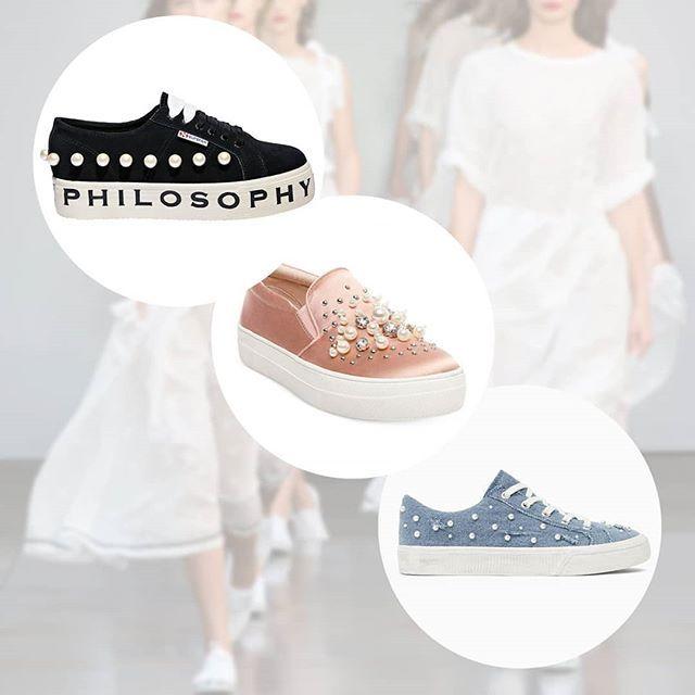 El potencial decorativo de las PERLAS no tiene limites y las grandes marcas los saben, desde Zara hasta Vogue han comenzando a aplicarlas a sus calzados. ¿Tu marca ya está integrando perlas a los diseños?  #Moda #Perlas #Fashion #Style #Shoes #Medellin #FashionTrend #Trend #textiles #zapatos