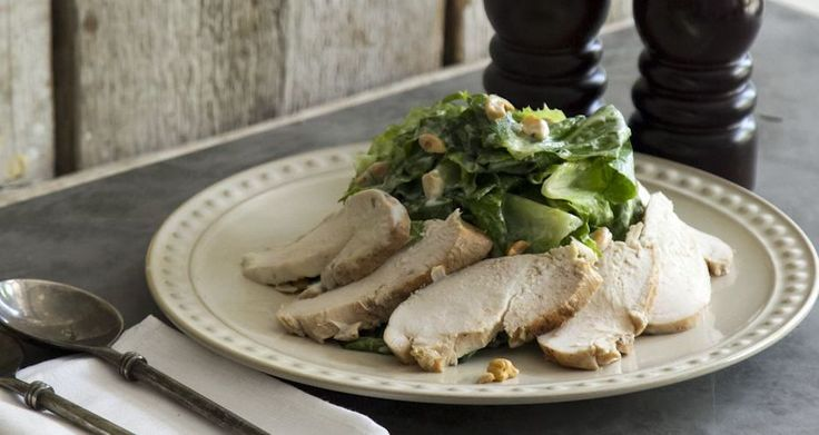 Σαλάτα με κοτόπουλο και σος γιαουρτιού