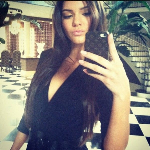 Resultados de la Búsqueda de imágenes de Google de http://cdn02.kkcdn.celebuzz.com/wp-content/uploads/2012/08/Kendall-Jenner-Instagram-Long-Hair-600x600.jpg