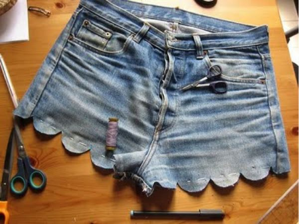 DIY scalloped shorts.. I'd like to keep my jean shorts and add