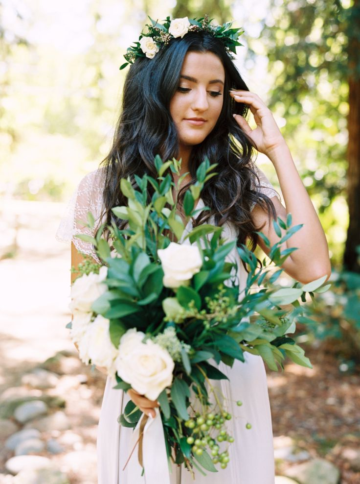 Floral Design: Test Vendor - www.facebook.com/Esmaeventstylist/timeline Photography: Mariel Hannah - marielhannahphoto.com   Read More on SMP: http://www.stylemepretty.com/2016/03/14/organic-style-wedding-in-sacramento/