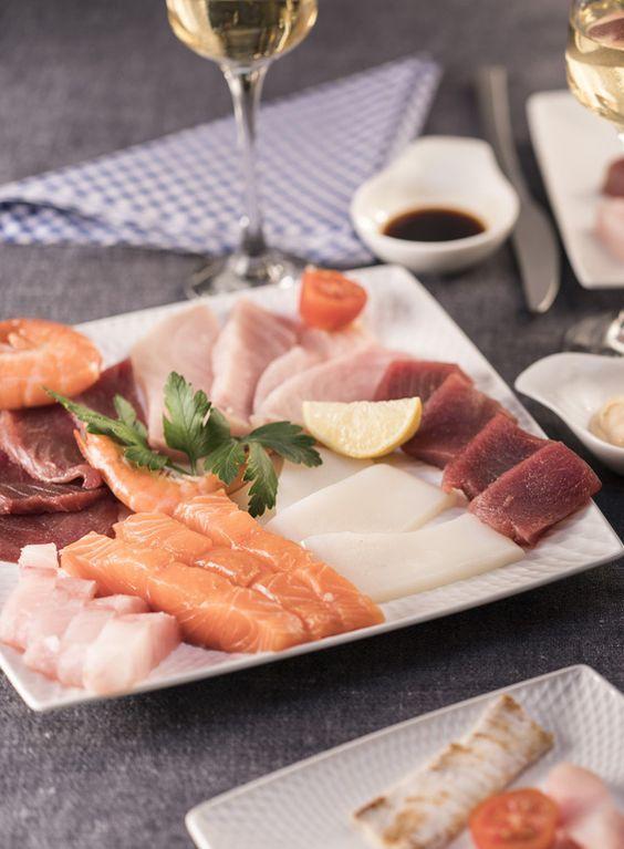 Pierrade de poissons et crevettes https://hyper.carrefour.eu/fr/recette/pierrade-de-poissons-et-crevettes?utm_campaign=trv-w50-trf-ongoing&utm_medium=social&utm_source=pinterest-fr&utm_content=board%20winterdishes&utm_term=image