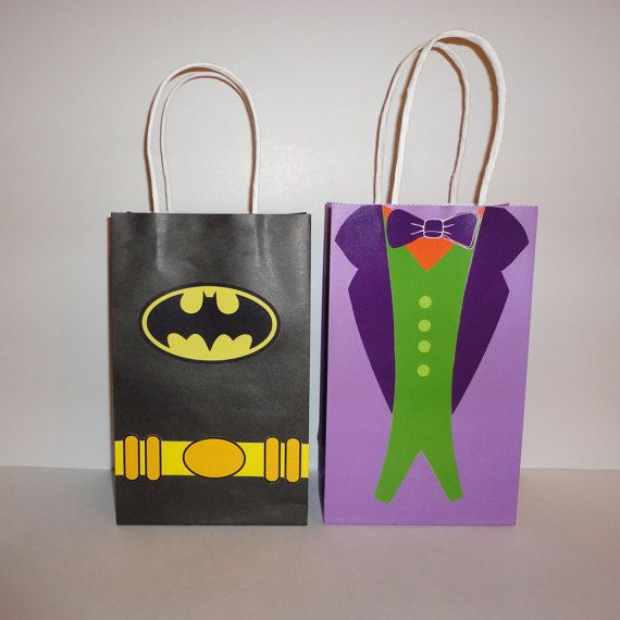 Exclusive Batman and Joker Favor/Party Bags designs. Make your own Batman Goodie Bags w/ this easy Digital template. Perfect to decorate your Batman Birthday Party!