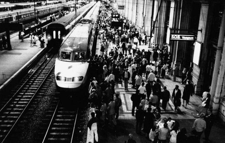 Gare Saint-Jean à Bordeaux France arrivée du 1er TGV