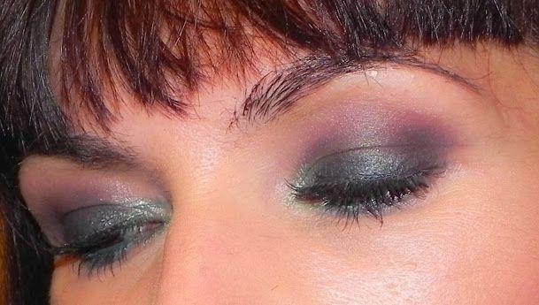 lapinturera - Blog de cosmética, maquillaje y belleza.: Verde oscuro y berenjena con BH Cosmetics (Look, manicura y outfit)