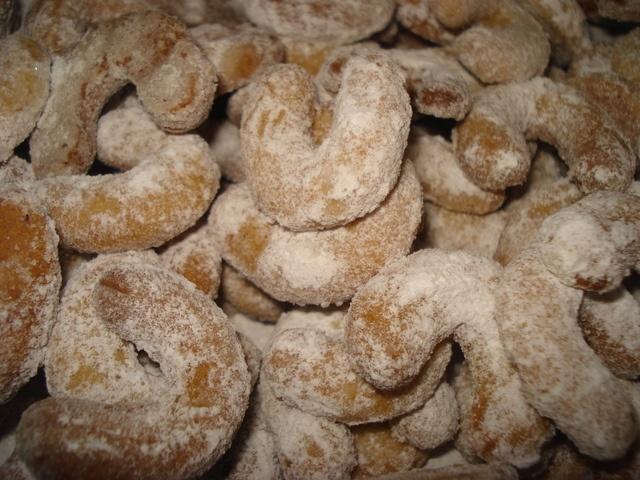 Rollitos de vainilla, Vanilkové rohlicky. Ver la receta http://www.mis-recetas.org/recetas/show/33856-rollitos-de-vainilla-vanilkove-rohlicky