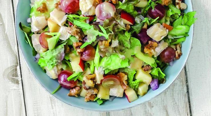 Салат с сельдереем, виноградом и курицей