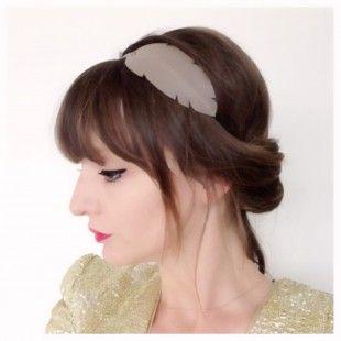 """Head-band en CUIR """"plume"""" monté sur élastique --->TAUPE  : Accessoires coiffure par lucky-rosetta sur ALittleMarket"""