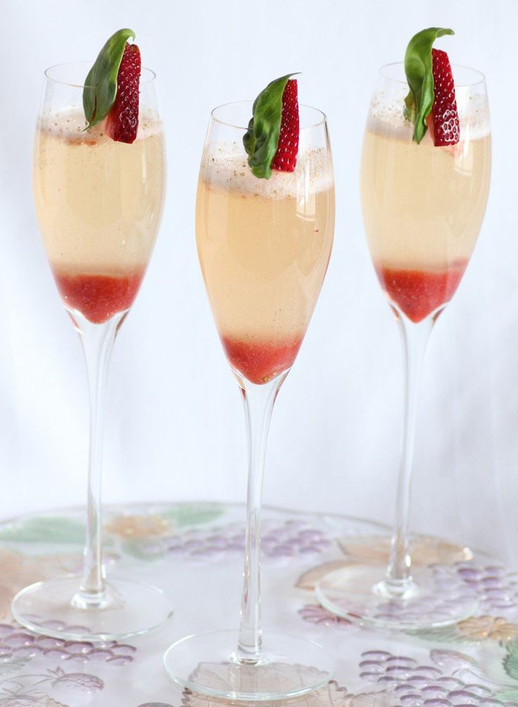 Strawberry Basil Bellini | A delicious, simple sparkling wine cocktail!