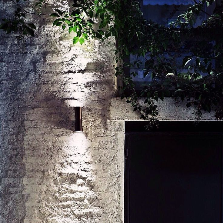 'Clessidra' by Antonio Citterio for @flos_usa has us dreaming of a mid-Summer garden party. This indoor-outdoor LED is compact enough to stay indoors & sparks some magic when its highlighting a brick wall or lush plant-leaves. Its compact size is made possible by its LED light source & its twin-funnel shape inspires horizontal & vertical balance in a space. It comes in white-painted or chrome-plated for indoor version & deep brown-painted or gray-painted for outdoor version. See more…