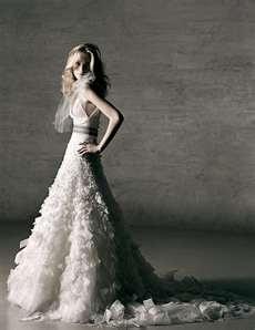 Monique Lhuillier wedding dresses   Weddings Avenue