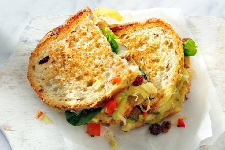 De dag beginnen met groente is hartstikke slim én hip. En dan maken we er maar gelijk een tosti van.- Recept - Allerhande