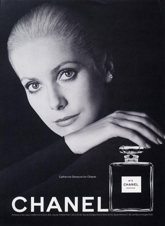 Catherine Deneuve photographed by Richard Avedon for Chanel N°5 Ad (1972) #Chanel5 #CatherineDeneuve Visit espritdegabrielle.com   L'héritage de Coco Chanel #espritdegabrielle