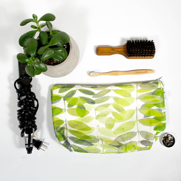 """Travel kit - Pecan leaves  Makeup bag with waterproof interior, perfect for all your cosmetics, flat iron and all your toiletries during your small or big trip  Print exterior fabric (100% cotton) Waterproof nylon interior  Dimension: 12-1/2 """" x 7-1/2""""h Base 4"""" large Zipper 12"""""""