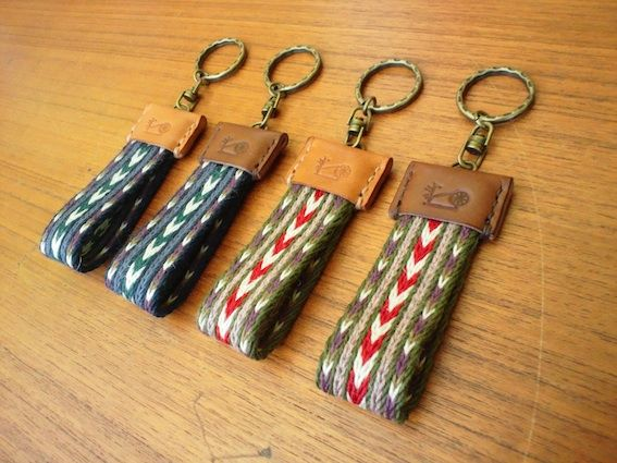 Another way to use your tablet woven bands- I wish I could find the original post of these