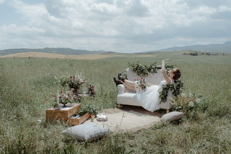 Style:  Vintage, Retro, Romantic, Shabby, Messy, Funny, Rock Setting: In the middle of a tipically Tuscan and stunning green field , is located a Chic-nic, a Pic nic set for this unconventional, romantic and rock bride.  The presence of vintage elements such as the antique  travel chest and the iron support for flower centerpieces, underline the retrò atmosphere of this funny and unconventional wedding.