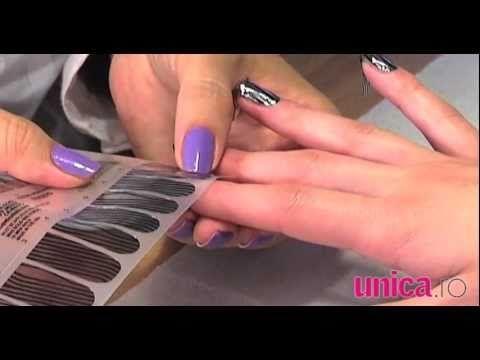 Le-am văzut pe Rihanna, Lady Gaga, Beyonce şi Ciara purtând pe unghii un soi de ojă super-metalică! Dar nu-i ojă, e manichiura Minx cu autocolante! Îţi place?