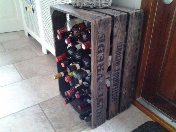 Wijnrek gemaakt van een oude fruitkist