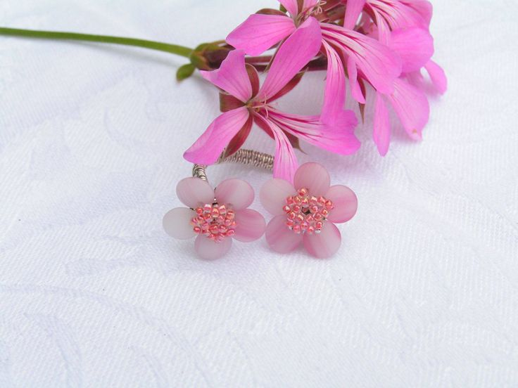 Sakura no hana ring  -  Fine pink flowery ring, silver-plated copper wire. Diamater of the flowers: 1.5 cm