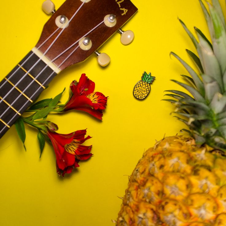 Tropical mood with the Pineapple pin!