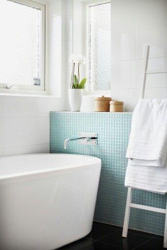 Fik mosaik detalj i badrum och hylla