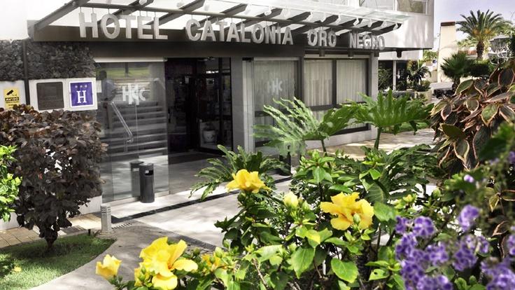 Entrada al Hotel Catalonia Oro Negro, en #tenerife. A tan sólo 800 metros de la playa y frente a un relajante campo de golf http://www.hoteles-catalonia.com/es/nuestros_hoteles/europa/espanya/canarias/tenerife/hotel_catalonia_oro_negro/index.jsp
