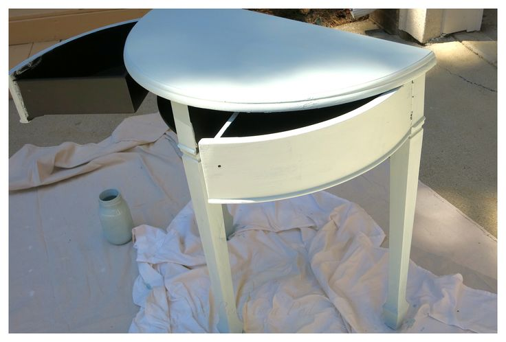 Side Table Makeover with Chalk Paint - 2 Bees in a Pod