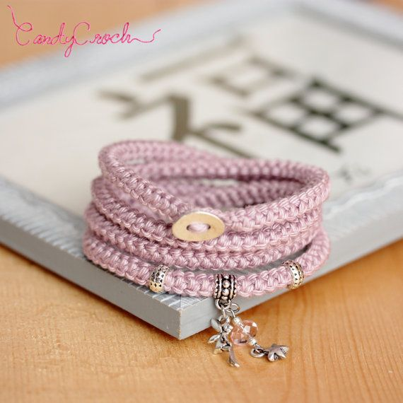 Bracelet multi-rangs cordon de coton vieux rose argent, Bracelet wrap crochet en laine, Bijou girly romantique, Bracelet à breloque féérique - Par CandyCroch'