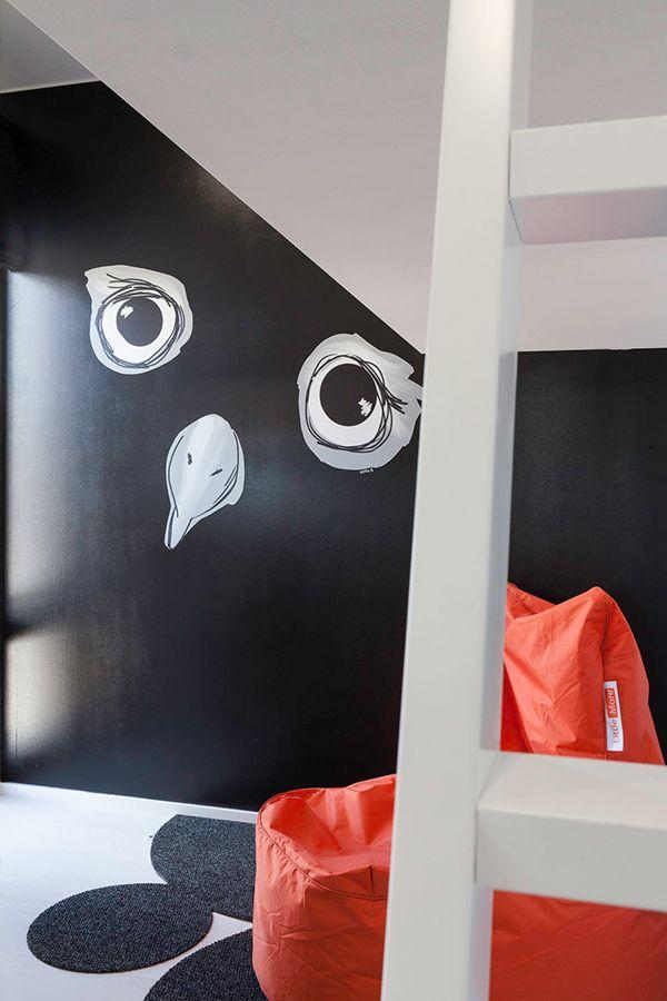 Villa Beauty -kohteessa lastenhuoneissa on ytyä, musta seinä on maalattu #Joker -maalilla, sävy 1900. #asuntomessut #tikkurila #asuntomessut2015 #lastenhuone #kidsroom