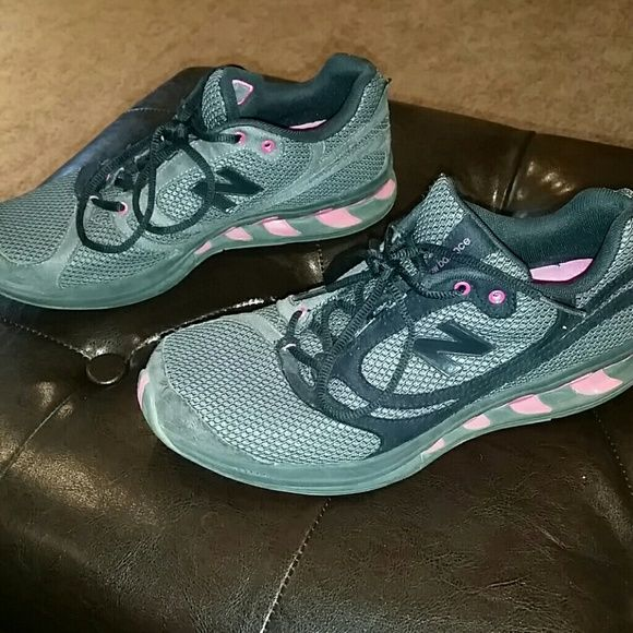 New Balance Pink and Grey running shoes 8.5 New Balance Pink, Grey, and Black unning shoes 8.5 true balance  WW850SB  ?make an offer or bundle ? New Balance Shoes Athletic Shoes